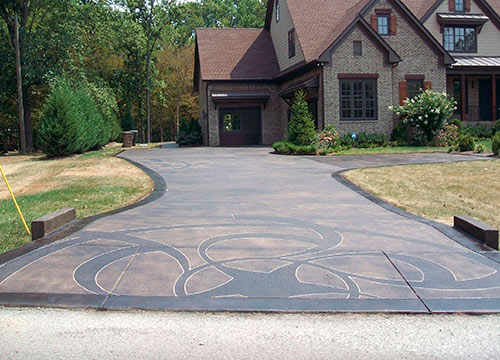 A book on crop circle designs served as inspiration for the Lomis driveway, in Nashville.